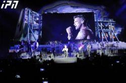 რობი უილიამსმა სცენაზე ქართველ გოგონას დაჩოქილმა უმღერა