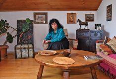 """ნანა შონიას საოცარი სახლი - ნახატებით """"გაფერადებული"""" კედლები, შირმები, ფარდაგები და..."""